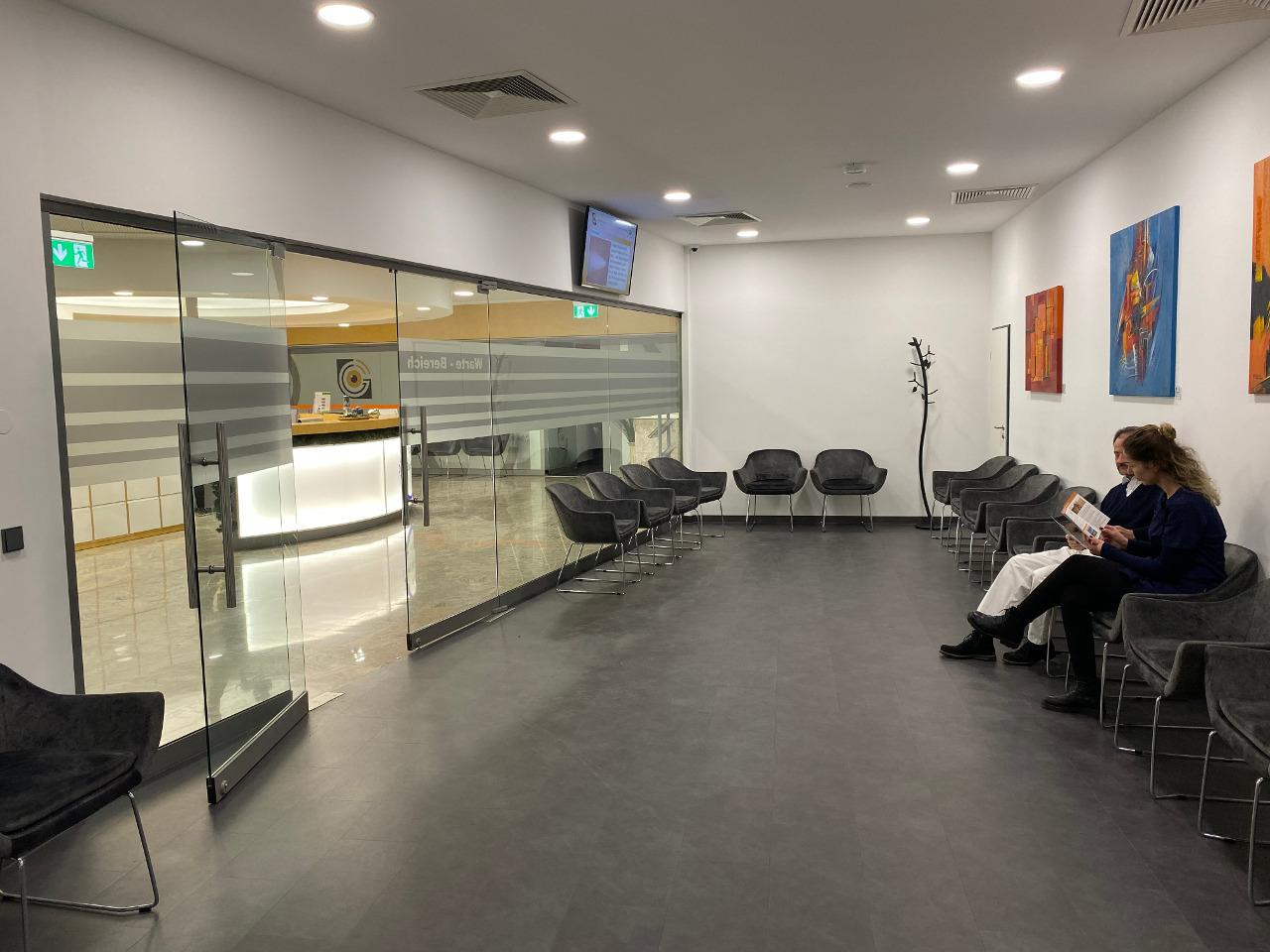 Praxis Dr. Hierschbiel Wartezimmer